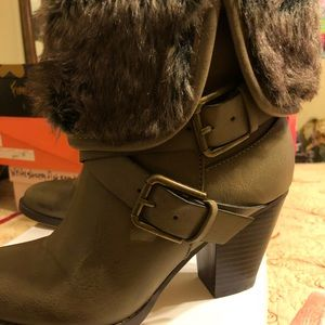"""Boots - 1-2"""" heel green taupe color"""
